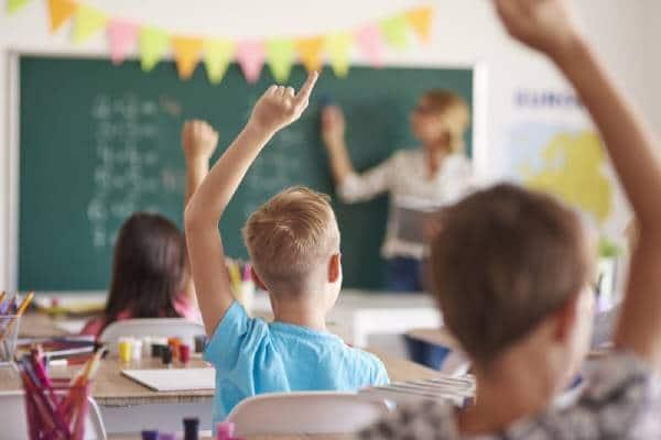 کلاسهای کودک موسسه باغ آینه کرج